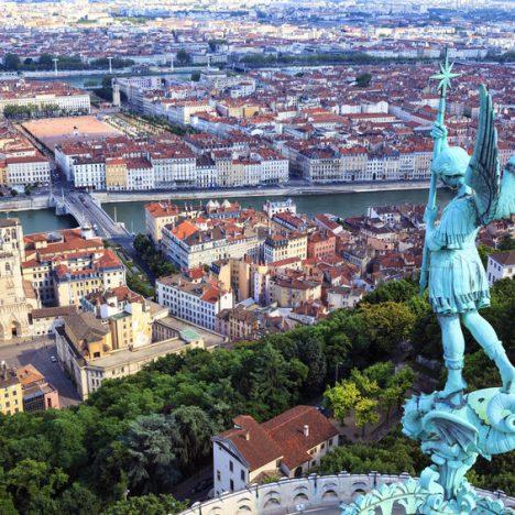 Aide à domicile à Lyon: comment bien choisir son agence?